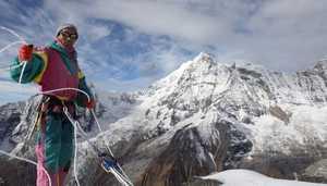 Непальский шерпа планирует установить мировой рекорд, поднявшись на вершину Эвереста 22 раза!