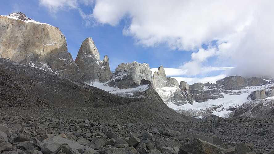 Долина Bader. вершины слева направо: Cuerno Norte - Mascara - Torre sin Nombre - La hoja - La Espada. Фото Siebe Vanhee, Sean Villanueva O