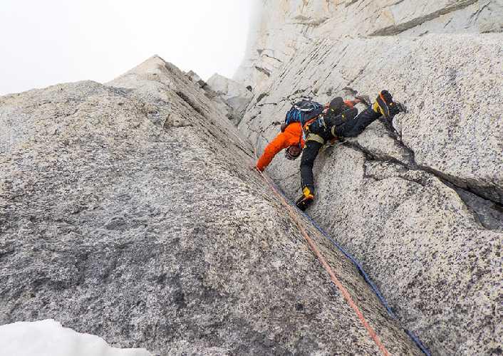 Феликс Гетцлафф (Felix Getzlaff), Лутц Зибель (Lutz Zybell),  Том Эриг (Tom Ehrig) на маршруте La Torcida на вершину Валь Бионис (Aguja Val Biois). Фото Tom Ehrig