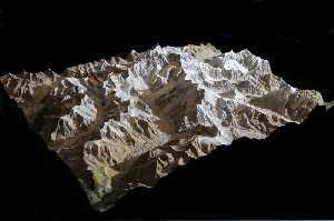 Канченджанга (Kangchenjunga, 8586 м) - третья по высоте вершина мира «Пять сокровищ великих снегов». Фото Wolfgang Pusch