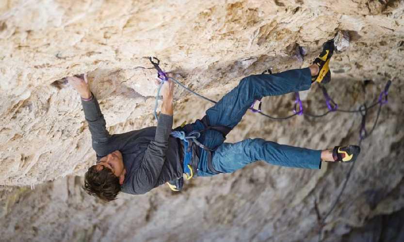 "Джонатан Сигрист (Jonathan Siegrist) на маршруте ""Bone Tomahawk"" 9а+. Фото Tara Kerzhner."