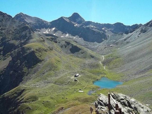 Озеро Шамоле и горная хижина Арболле