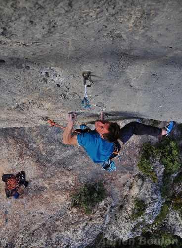 "Жером Пувре (Gérôme Pouvreau) на маршруте  ""Supercrackinette"" сложности 9а+. Фото gerome-pouvreau . blogspot . it"