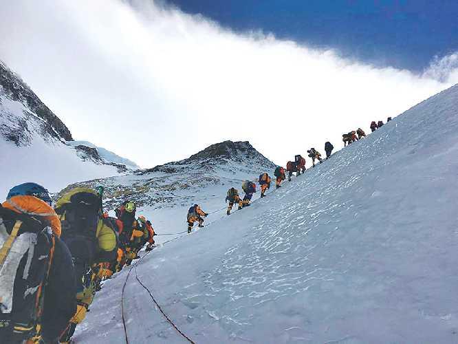 Восхождение на Эверест. Фото kathmandupost