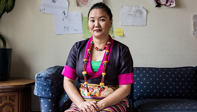 Лакпа Шерпа (Lhakpa Sherpa) в своем доме в Коннектикуте. Фото Jesse Burke