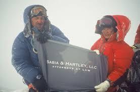 Жоржа Джимареску (George Dijmarescu) и Лакпа Шерпа (Lhakpa Sherpa) на Эвересте в 2005 году. Фото Everest News