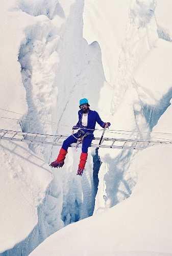 В. Копейка на ледопаде Кхумбу, экспедиция на Эверест 1991