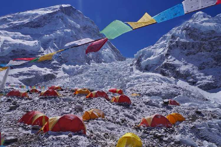 В базовом лагере Эвереста. Фото Тарас Поздний
