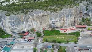 В Крыму новыми застройками перекрывают доступ к скалолазным маршрутам Бахчисарая