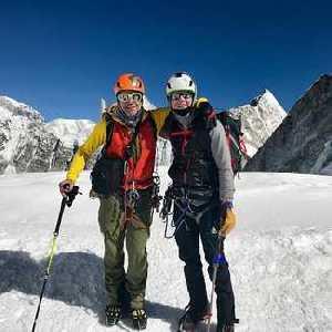 Фарс на Эвересте: два альпиниста обвинены в катании на лыжах без разрешения!