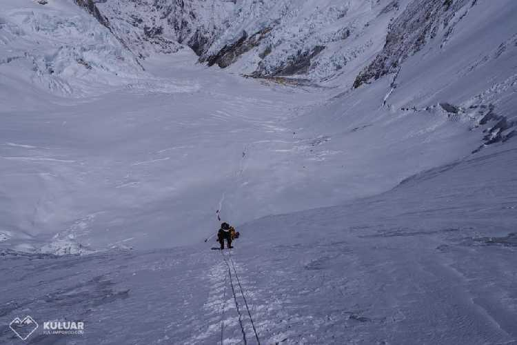 Выход в третий высотный лагерь. Фото Тарас Поздний