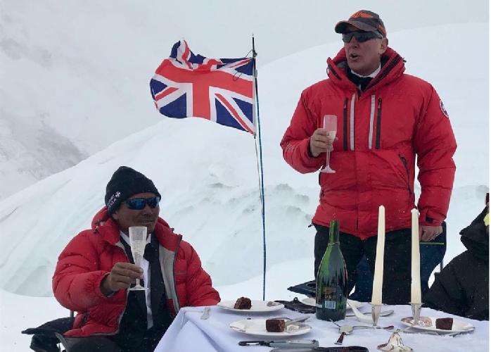 на Северном седле (7020 метров) высочайшей вершине мира - Эвересте. Фото EverestDinner