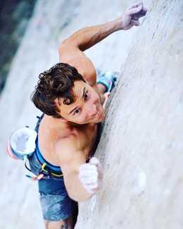 Джонатан Сигрист проходит свою первую в карьере сложность 9b на маршруте «Jumbo Love»