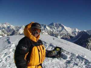 Майя Шерпа стала первой женщиной из Непала, которая поднялась на вершину восьмитысячника Канченджанга