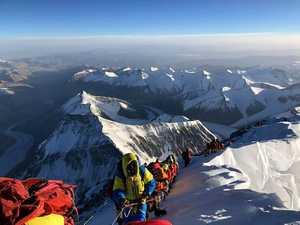 Непальский шерпа умер при восхождении на Эверест с северной стороны