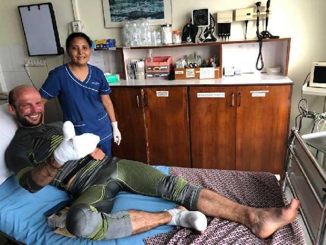 Тарас Поздний в больнице в Катманду