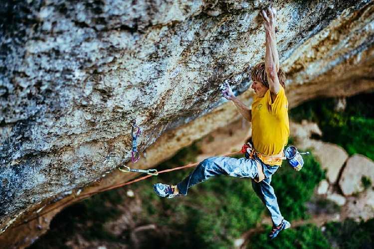 "Александр Мегос (Alexander Megos) на маршруте ""Perfecto mundo"" 9b+. Фото Ken Etzel"