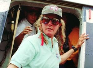 Американская альпиниста Шарлотта Фокс, чудом выжившая в трагедии на Эвересте в 1996 году, погибла при падении с лестницы в своем доме
