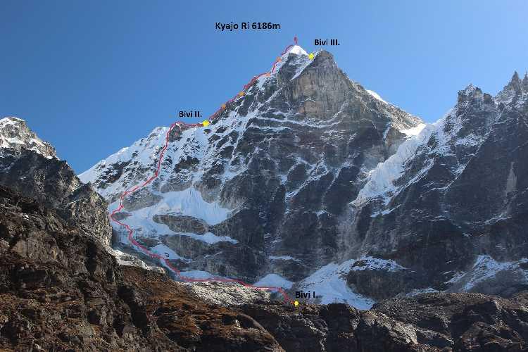 Новый чешский маршрут Výpadek rozumu (Утрата рассудка) по по Западной стене непальской горы Киязо Ри (Kyazo Ri) высотой 6186 метров. Фото  Márek Holeček