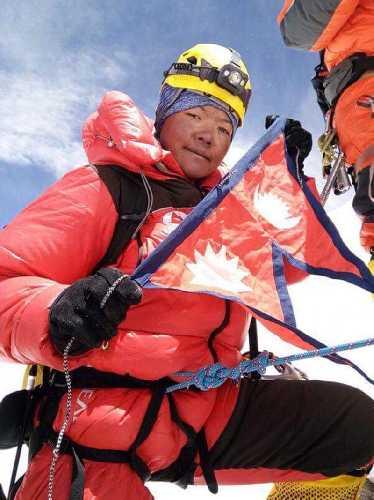 Нима Жангму Шерпа (Nima Jangmu Sherpa) на вершине Лхоцзе 29 апреля 2018 года. Фото  Dawa Sherpa