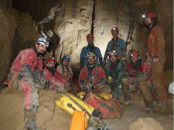 Команда спелеологов в пещере Бисаро Анима (Bisaro Anima cave). Фото  The Calgary Herald