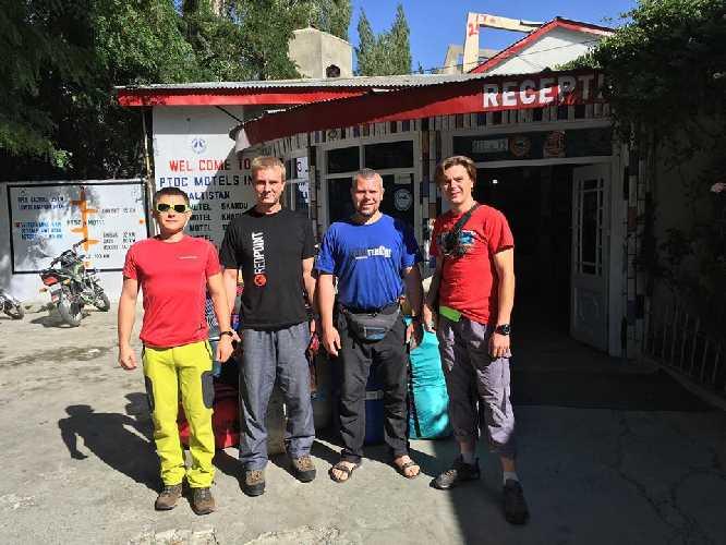 украинская команда перед выездом из Скарду