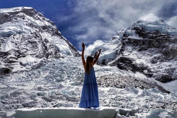 На высоте более 5 тысяч метров и при температуре минус 15 Ирина устроила фотосессию. Фото Ирина Галай