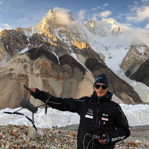 Бартек Баргель (Bartek Bargel) со своим доном в Пакистане