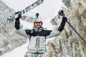 Анджей Баргель (Andrzej Bargiel) на восьмитысячнике К2. Фото Marek Ogień