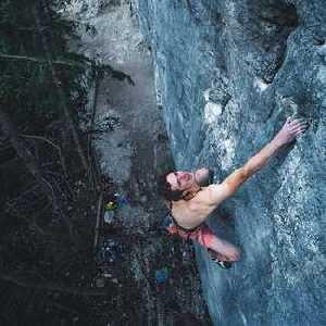 Адам Ондра открывает второй по сложности маршрут в Канаде:
