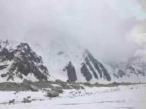 Спасательная операция на Латок I: снова непогода. Александр Гуков остается шестой день в ловушке на горе