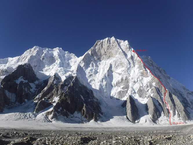 Планируемый маршрут российских альпинистов на Латок I