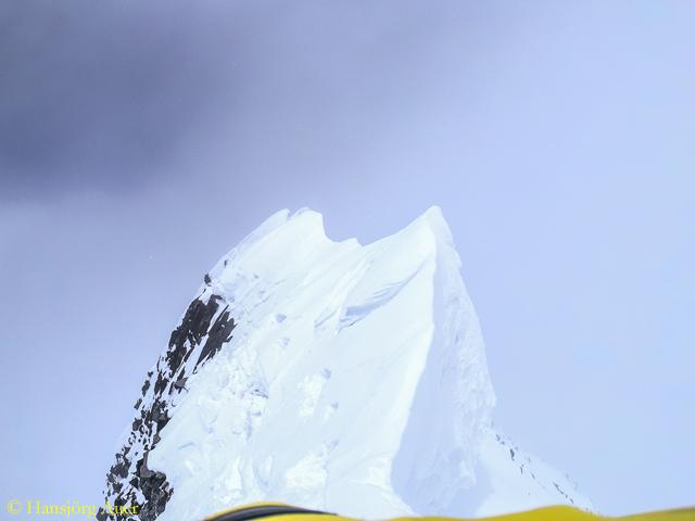 Хансйорг Ауэр (Hansjorg Auer) на вершине семитысячника Лупгхар Сар Западная (Lupghar Sar West, 7181м). Фото Hansjorg Auer