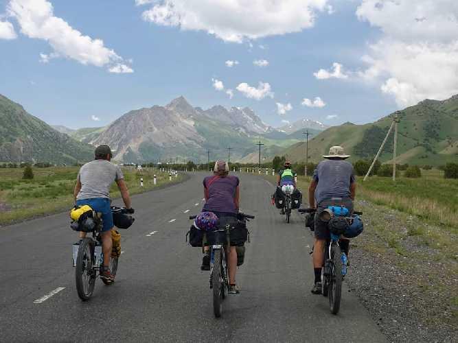 По дорогам Киргизии. Фото Jay Austin