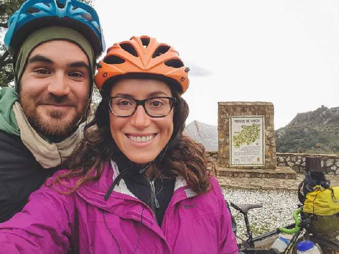 Лорен Гэйган (Lauren Geoghegan) и её партнёр Джей Остин (Jay Austin) в Испании