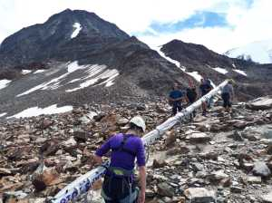 Альпинисты из Латвии были остановлены жандармерией, когда пытались занести на вершину Монблана огромный флаг своей страны