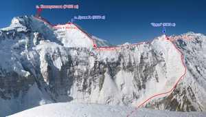 В Таджикистане разбился вертолет, перевозивший альпинистов в базовый лагерь. Погибли пять человек