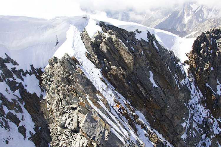Дани Арнольд (Dani Arnold) в скоростном восхождении на вершину Град Жорасс