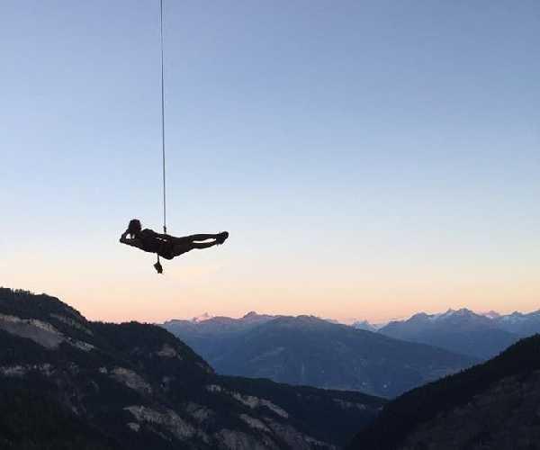 """Джулия Шанорди (Julia Chanourdie) на маршруте  """"La cabane au Canada"""". Фото fanatic-climbing . com"""
