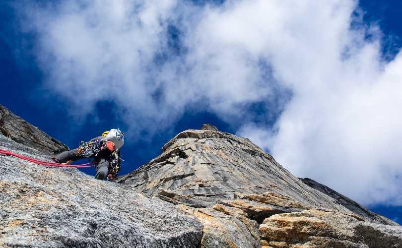 на новом маршруте на вершину горы Калибан (Caliban высотой 1950 метров). Фото Lang Van Dommelen