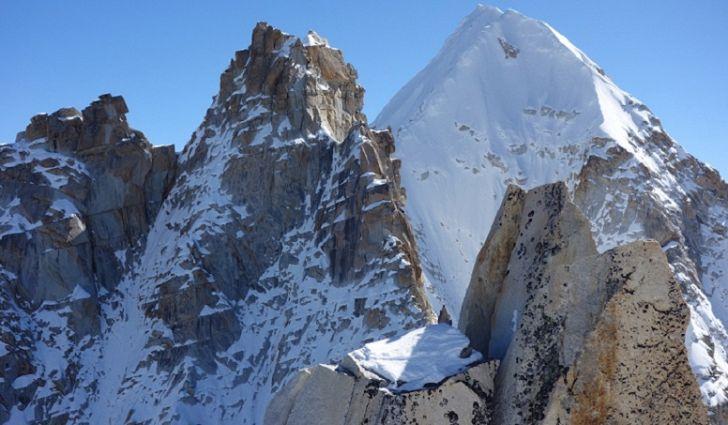 Хкакабо Рази (Hkakabo Razi) высотой 5881 метр. Фото Worldatlas.com