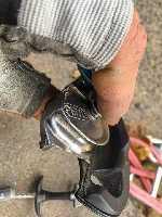 Анри Руммо: Однажды на  стене Salathe Wall на Эль-Капитане (Йосемиты, США) лопнул одна маленькая закладка, отправив меня в падение на семь точек страховки. В руках моего страховщика от такой нагрузки у Gri Gri оторвало ручку, но сердечник удержал мое 20-метровое падение. Фото climbing . com