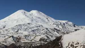 На Эльбрусе нашли тело альпинистки, погибшей более 30 лет тому назад