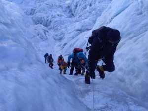 Непальское турагенство было оштрафовано на 44 000$ США за незаконное сопровождение двух альпинистов на Эверест