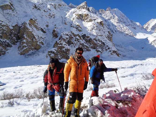 Мааз Максуд (Maaz Maqsood, Пакистан) - с командой во время попытки зимнего восхождения на Машербрум II зимой 2017 / 2018 года