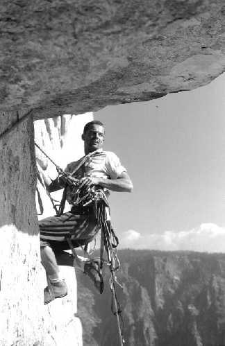 "Том Фрост (Tom Frost) лидирует на 29 веревке на стене ""Salathé Wall"", Эль Капитан"