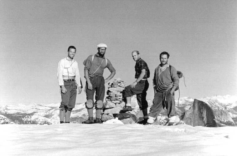30 октября 1968 года на вершине Эль Капитан: Том Фрост (Tom Frost), Ройал Роббинс (Royal Robbins), Чак Пратт (Chuck Pratt), Ивон Шуинард (Yvon Chouinard)] после их 10-дневного восхождения на большую стену.