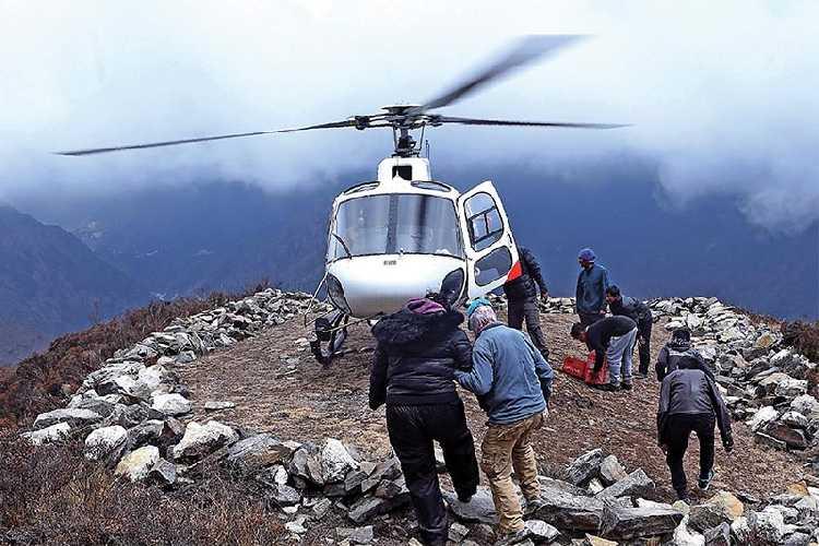 Спасательный вертолет в Непале
