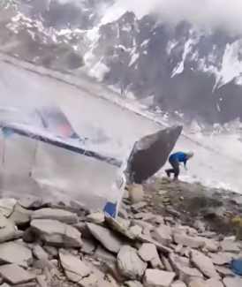 В сантиметре от смерти: огромный камень едва не убил альпинистов на горе Спантик в Пакистане