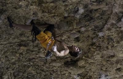 62-летний американец Чак Одетта установил новый мировой рекорд в скалолазании, пройдя сложность 8b+